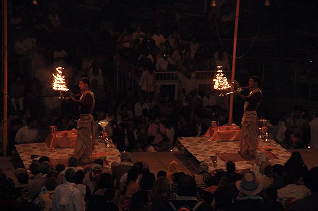 Imagenes de Varanasi por la noche