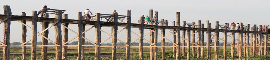 Puente de madera cerca de Mandalay