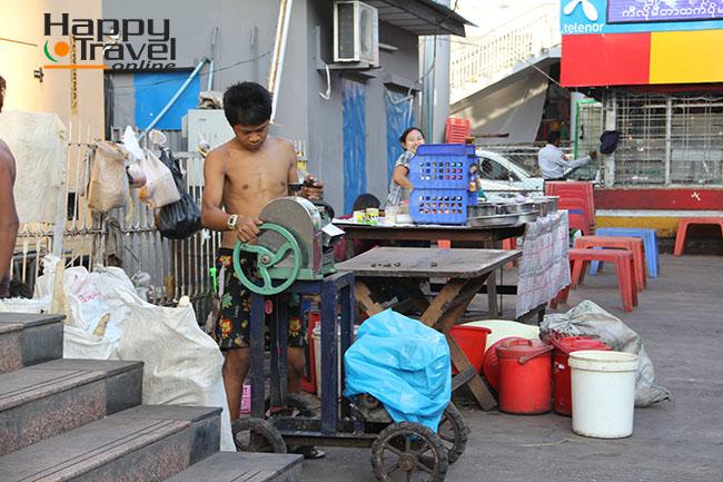 Imagen tipica de las calles de Yangon
