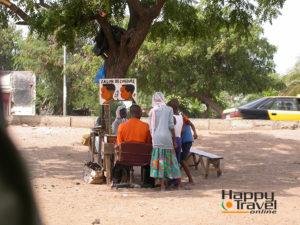 Barbero en la calle de Dakar