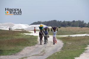 Mujeres hacia el lago